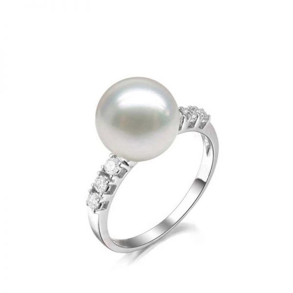 Natural White Pearl in 18K Gold Ring