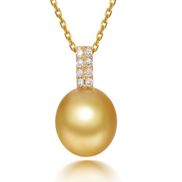 Natural White Pearl in 18K Gold Pendant