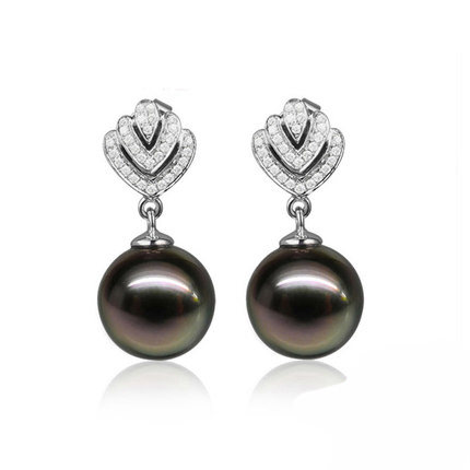 Natural Black Pearl in 18K Gold Earring