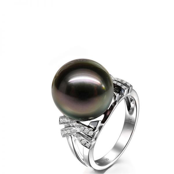 Natural Black Pearl in 18K Gold Ring