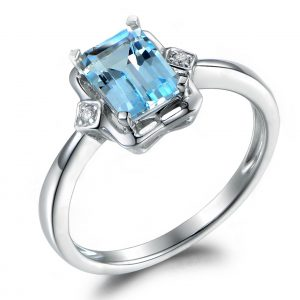 1.02ct Natural Blue Aquamarine in 18K Gold Ring