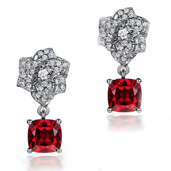 2.75ct Natural Red Garnet in 18K Gold Earring