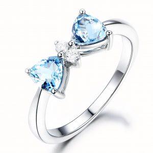 0.8ct Natural Blue Aquamarine in 18K Gold Ring