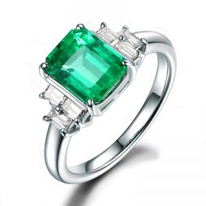 2ct Natural Green Emerald in 18K Gold Ring
