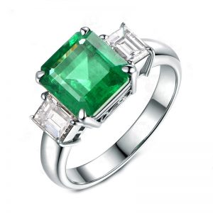 2.88ct Natural Green Emerald in 18K Gold Ring