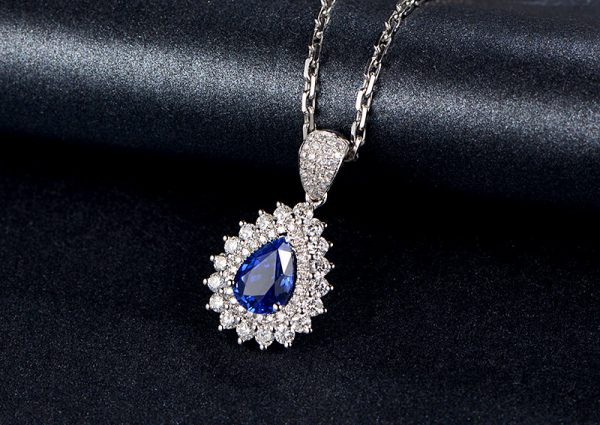 1.77ct Natural Blue Sapphire in 18K Gold Pendant