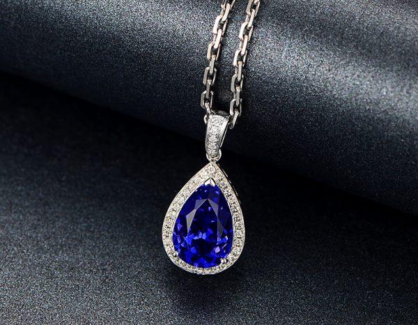 3.16ct Natural Blue Tanzanite in 18K Gold Pendant