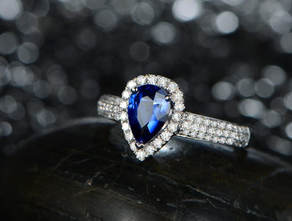1.02ct Natural Blue Sapphire in 18K Gold Ring