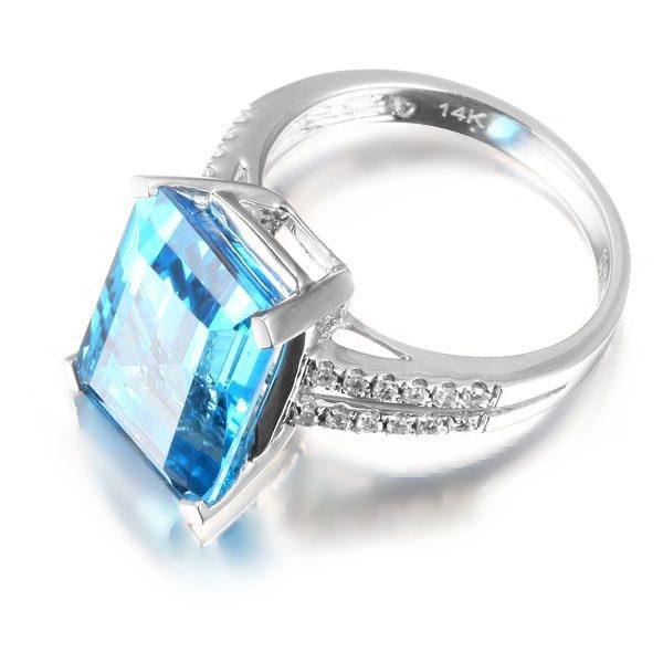11.29ct Natural Blue Topaz in 18K Gold Ring