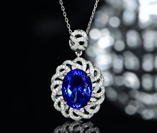 7.55ct Natural Blue Tanzanite in 18K Gold Pendant
