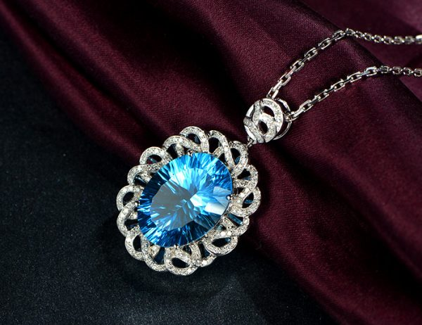 15.5ct Natural Blue Topaz in 18K Gold Pendant