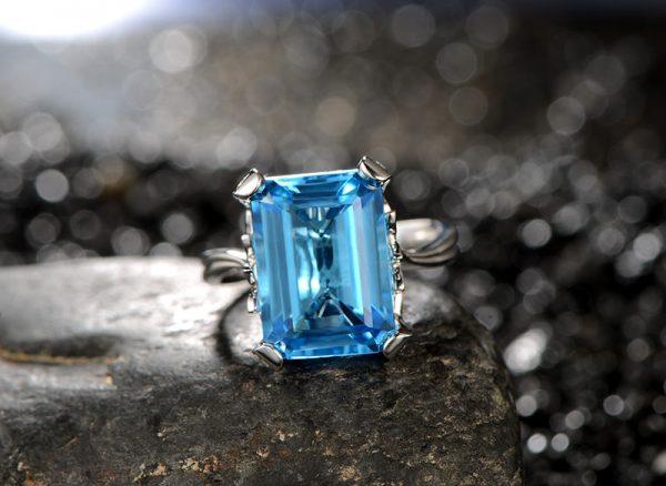 10.55ct Natural Blue Topaz in 18K Gold Ring