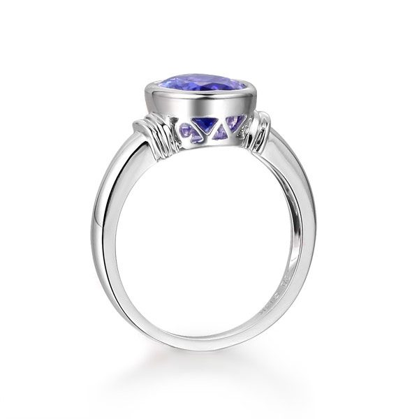 2.02ct Natural Blue Tanzanite in 18K Gold Ring