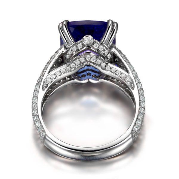 6.53ct Natural Blue Tanzanite in 18K Gold Ring