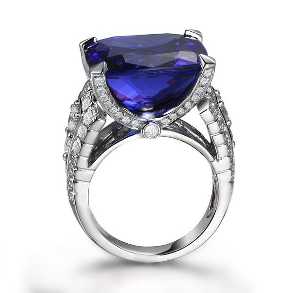 23.15ct Natural Blue Tanzanite in 18K Gold Ring
