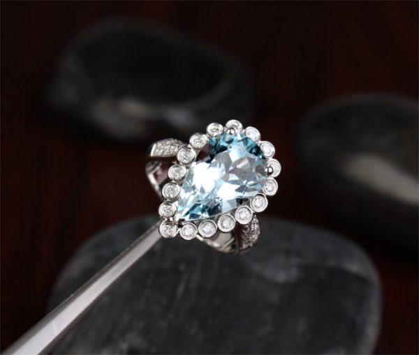 6.17ct Natural Blue Aquamarine in 18K Gold Ring