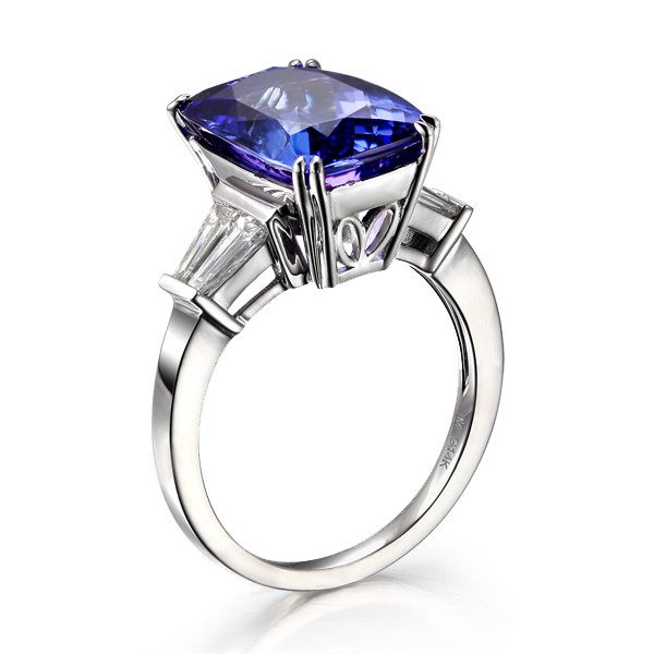 7.5ct Natural Blue Tanzanite in 18K Gold Ring