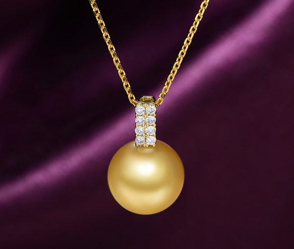 10 mm Natural White Pearl in 18K Gold Pendant