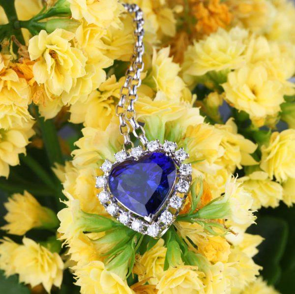 21.3ct Natural Blue Tanzanite in 18K Gold Pendant