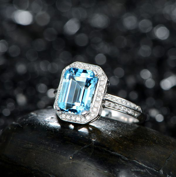 3.25ct Natural Blue Aquamarine in 18K Gold Ring