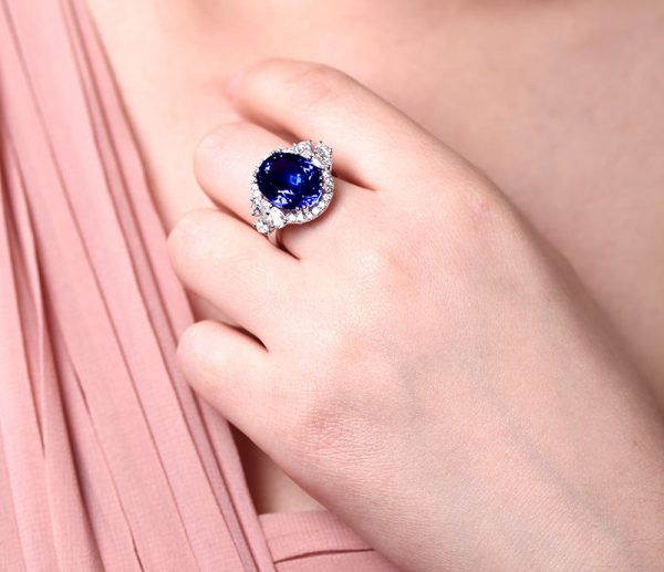 8.55ct Natural Blue Tanzanite in 18K Gold Ring