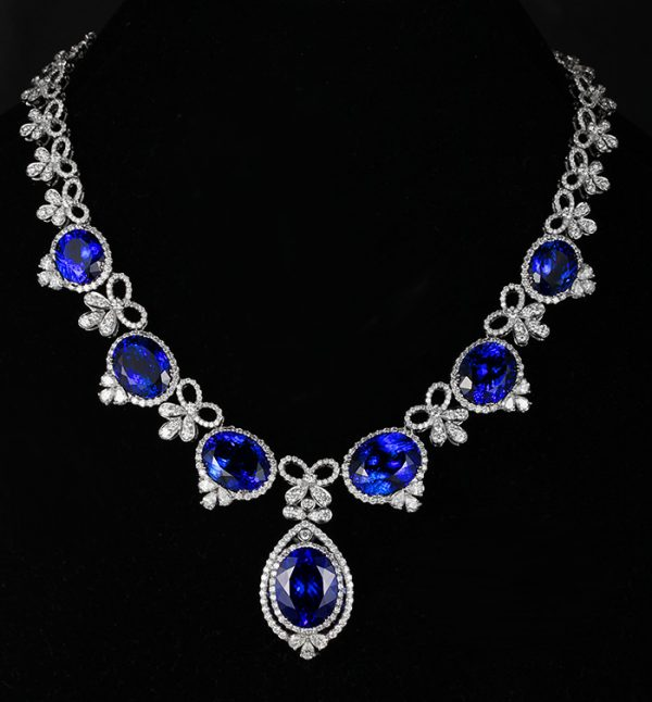 103.57ct Natural Blue Tanzanite in 18K Gold Necklace