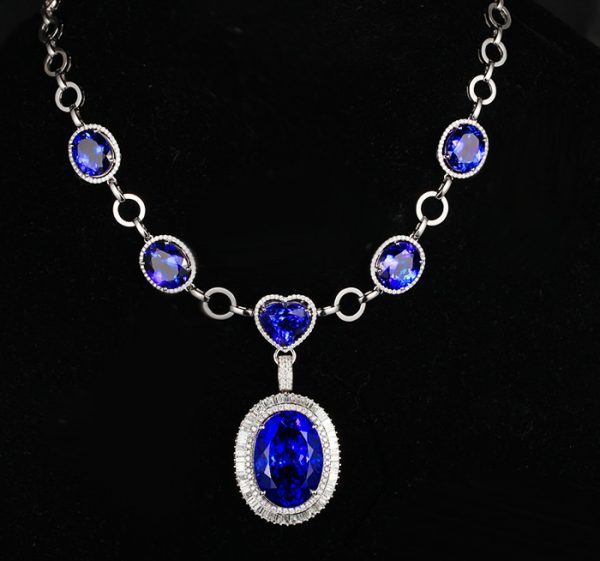 96.61ct Natural Blue Tanzanite in 18K Gold Necklace