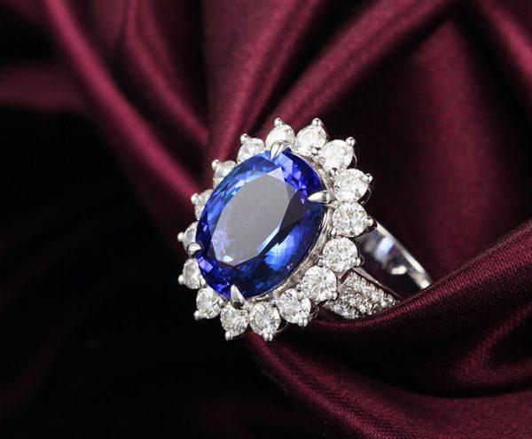 6.12ct Natural Blue Tanzanite in 18K Gold Ring