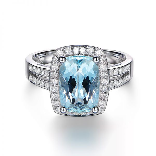 3.22ct Natural Blue Aquamarine in 18K Gold Ring