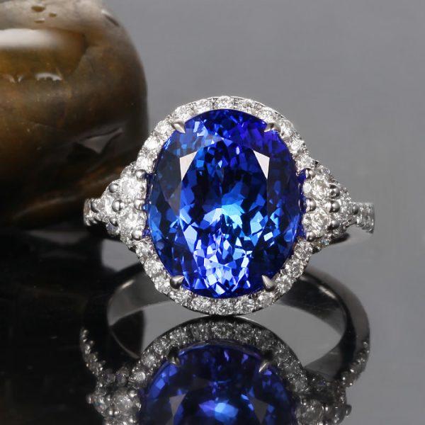 5.75ct Natural Blue Tanzanite in 18K Gold Ring