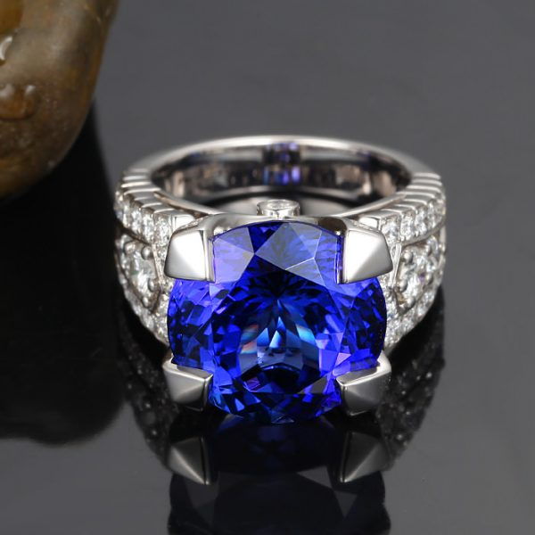 12.3ct Natural Blue Tanzanite in 18K Gold Ring