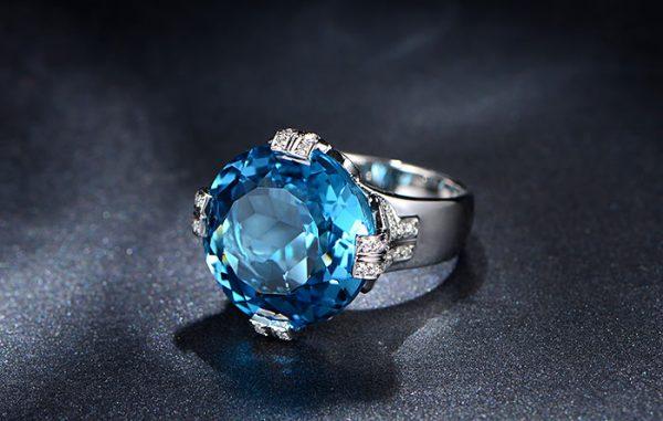 19.85ct Natural Blue Topaz in 18K Gold Ring