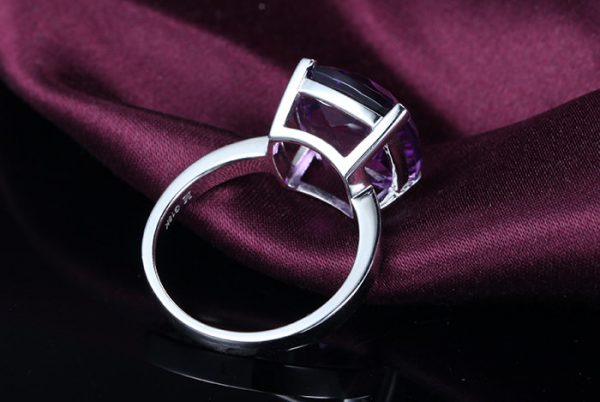 9.35ct Natural Purple Amethyst in 18K Gold Ring