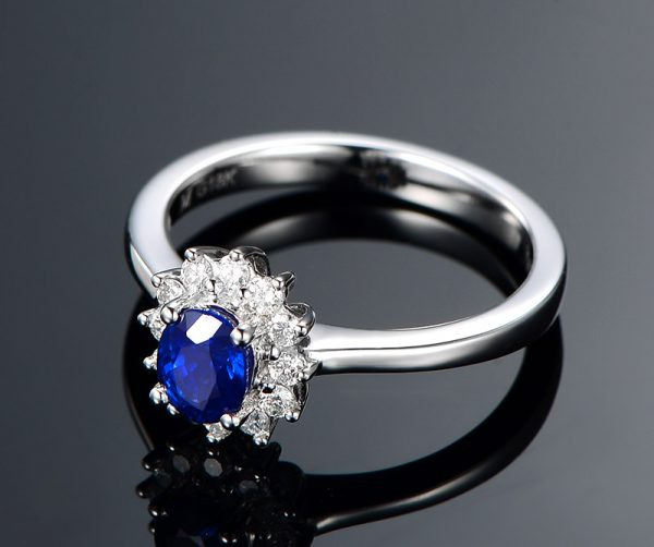 0.5-0.65ct Natural Blue Sapphire in 18K Gold Ring