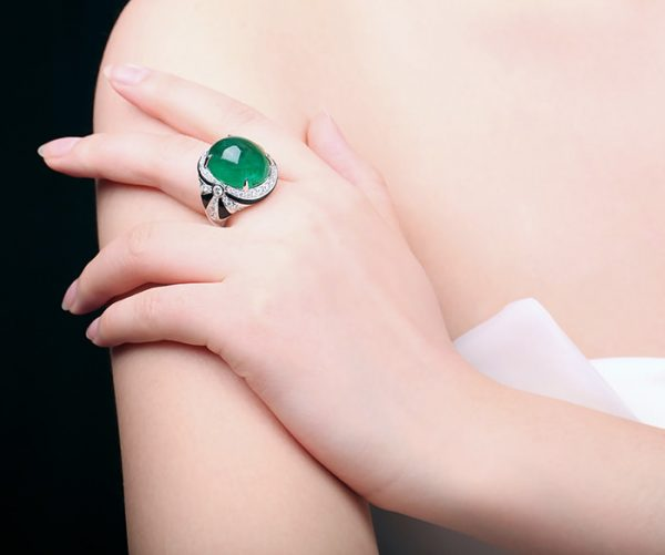 22ct Natural Green Emerald in 18K Gold Ring