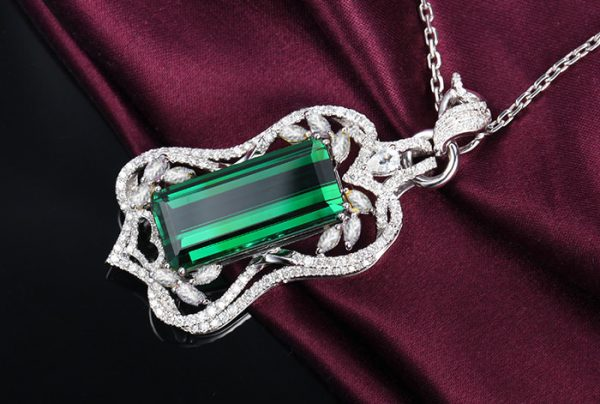 13.5ct Natural Green Tourmaline in 18K Gold Pendant