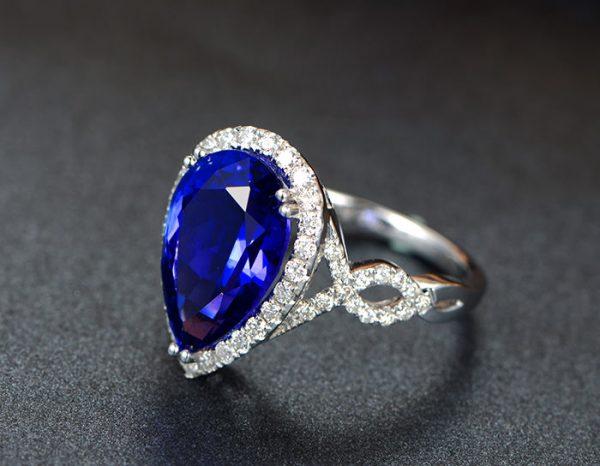 5ct Natural Blue Tanzanite in 18K Gold Ring