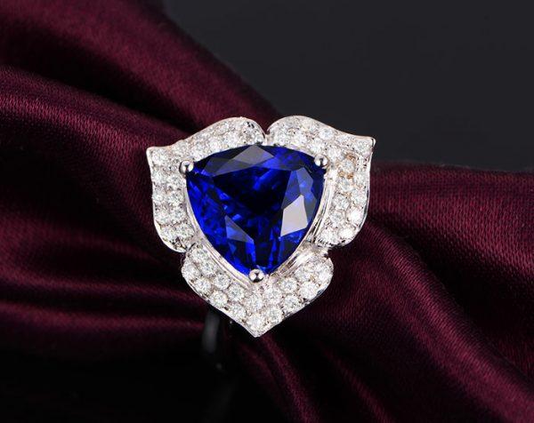 3.77ct Natural Blue Tanzanite in 18K Gold Ring