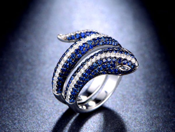 2.15ct Natural Blue Sapphire in 18K Gold Ring