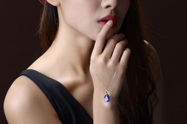 7.95ct Natural Blue Tanzanite in 18K Gold Pendant