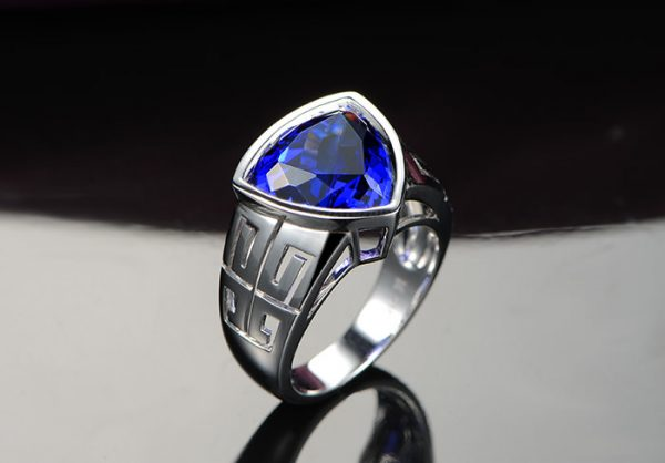 8.1ct Natural Blue Tanzanite in 18K Gold Ring