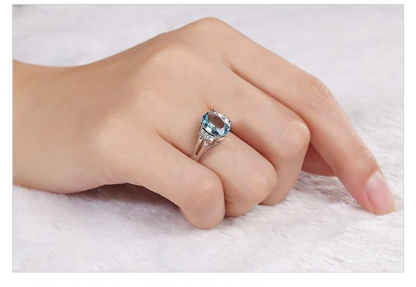 2.55ct Natural Blue Aquamarine in 18K Gold Ring