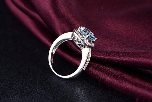 2.11ct Natural Blue Aquamarine in 18K Gold Ring