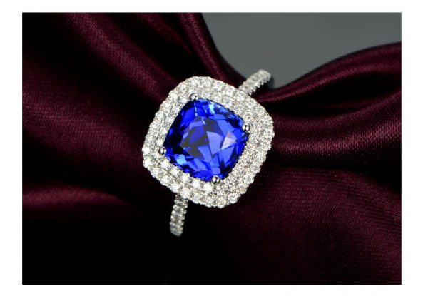 2.55ct Natural Blue Tanzanite in 18K Gold Ring