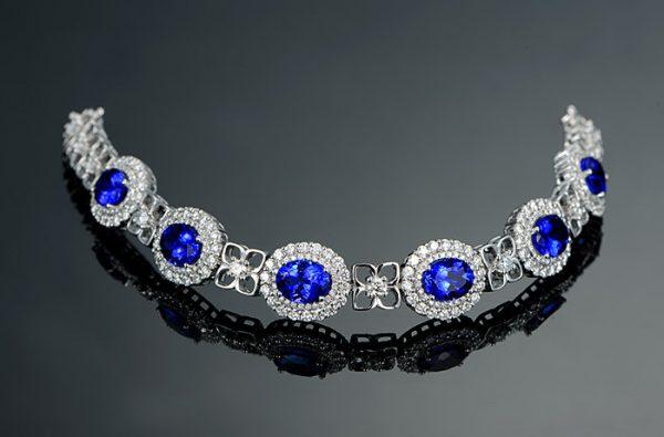 18.35ct Natural Blue Tanzanite in 18K Gold Bracelet