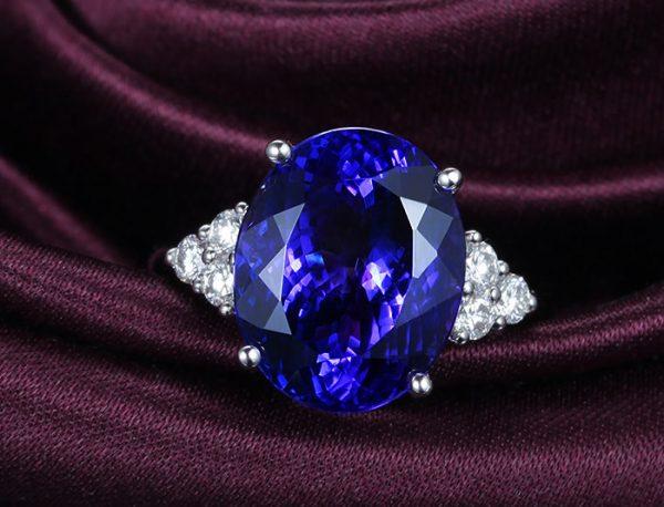 8.55ct Natural Blue Tanzanite in 18K Gold Ring