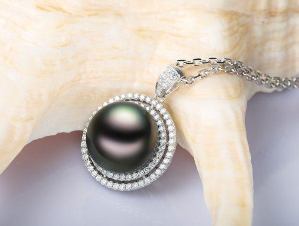 13 mm Natural Black Pearl in 18K Gold Pendant