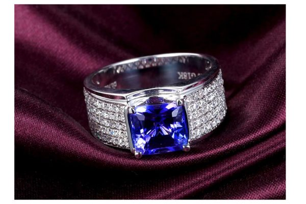 5ct Natural Blue Tanzanite in 18K Gold Ring