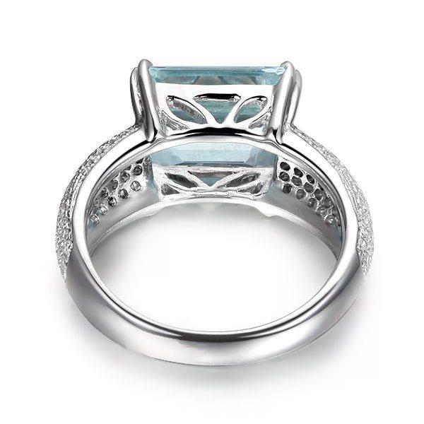 3.3ct Natural Blue Aquamarine in 18K Gold Ring
