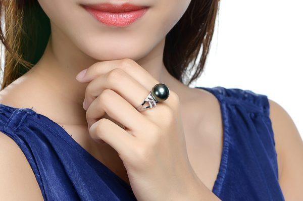 12.7 mm Natural Black Pearl in 18K Gold Ring